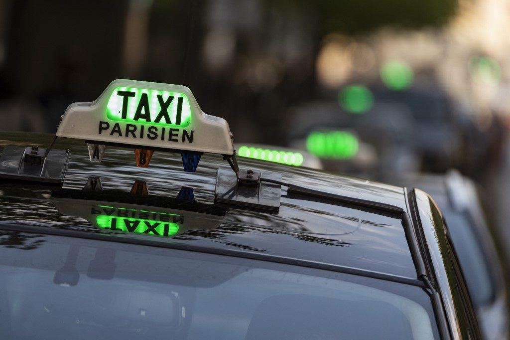 taxi parigi luce verde